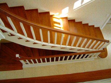 treppenstufen auf beton in buche gel nder weiss treppen galerie. Black Bedroom Furniture Sets. Home Design Ideas